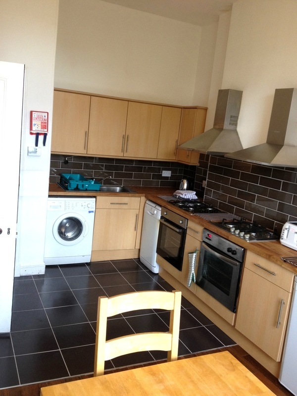 Student Flats Edinburgh | Student flats in Edinburgh|Edinburgh student flats|Student accommodation in Edinburgh|6 Bed flats in Edinburgh|HMO